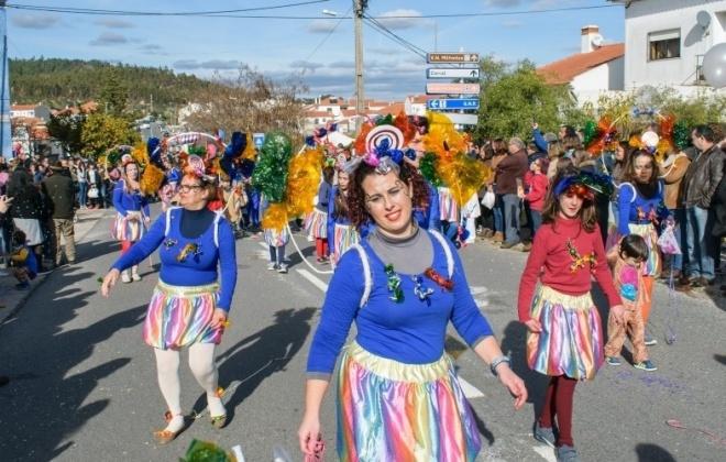 Bailes e desfiles no Carnaval de São Luís em Odemira