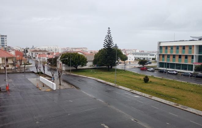Sinienses estão a cumprir o Estado de Emergência em dia de chuva