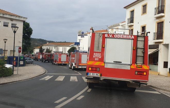 Bombeiros combateram incêndio em São Teotónio