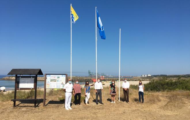 Município de Sines hasteou hoje as Bandeiras Azuis nas praias do concelho