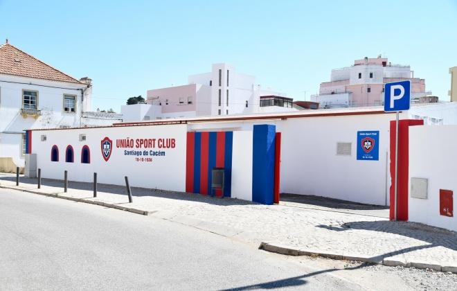 Grupo de sócios e simpatizantes do União pintaram o estádio Municipal Miróbriga