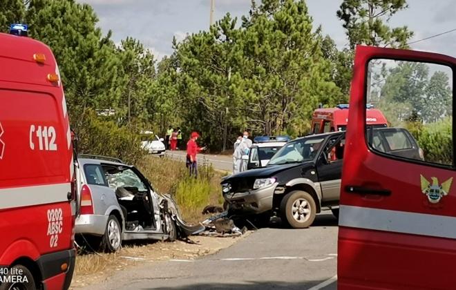 Colisão provoca três feridos em São Teotónio, Odemira