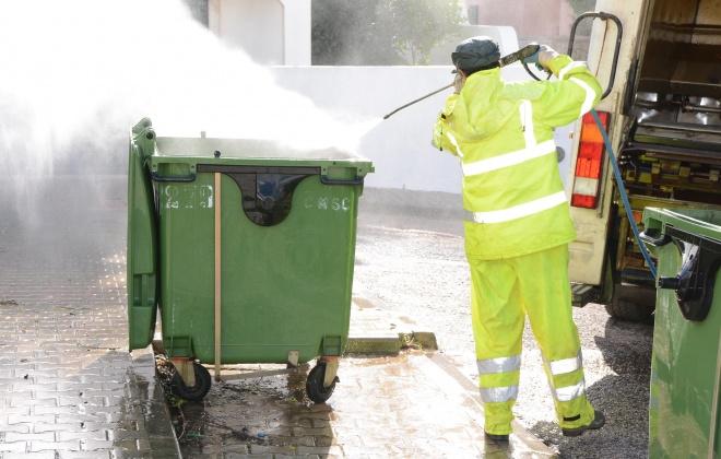 Autarquia de Santiago do Cacém realiza limpeza de contendores de resíduos