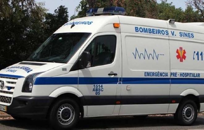 Dois ciclistas sofreram ferimentos ligeiros numa queda na Estrada 1115, em Porto Covo