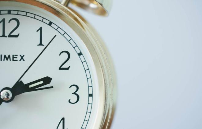 Relógios atrasam 60 minutos na madrugada deste domingo