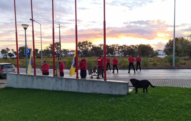 Bombeiros de Grândola realizam Hastear das Bandeiras no Dia do Município
