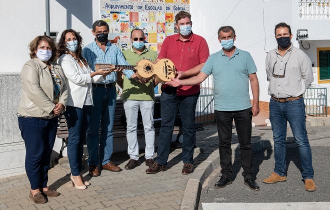 Agrupamento de Escolas de Sabóia recebeu viola campaniça