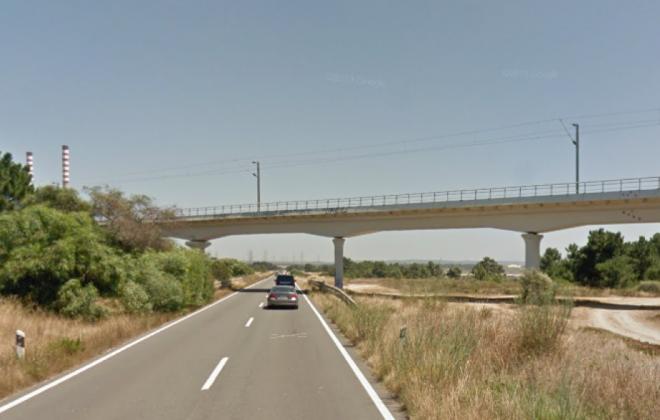 Estrada Nacional 120-1 está cortada ao trânsito entre São Torpes e rotunda do Terminal XXI