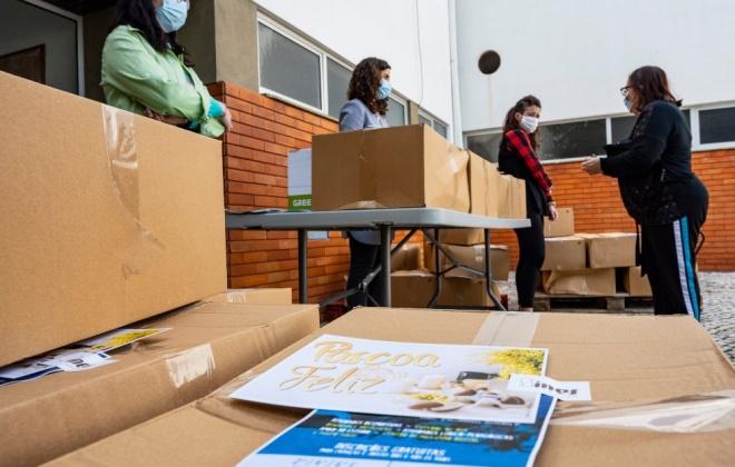 Câmara de Sines entregou cabazes de bens alimentares alusivos à Páscoa a 400 famílias do concelho