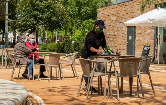 Covid-19: Restaurantes e cafés podem abrir serviço no interior a partir de segunda-feira