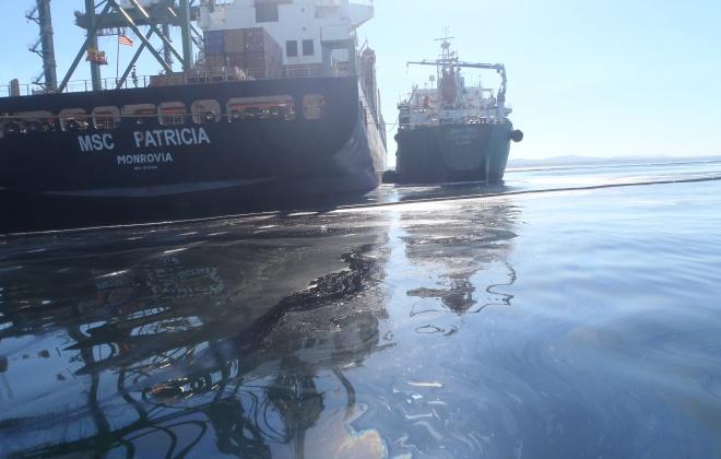 Tribunal absolve todos os arguidos no derrame de combustível de navio em Sines