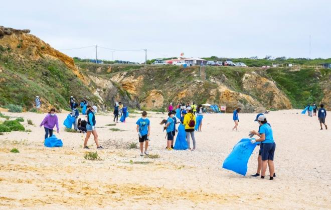 360 voluntários retiraram 1 tonelada de resíduos da Praia da Costa do Norte