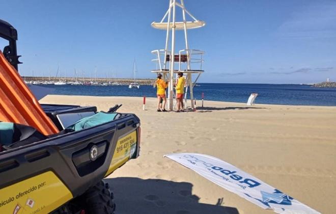 Praia Vasco da Gama já conta com nadadores salvadores