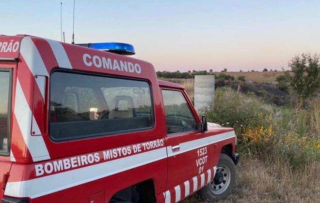 Incêndio consumiu área de mato na freguesia de Torrão