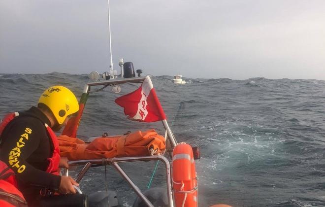Autoridade Marítima Nacional auxilia tripulantes de embarcação de recreio ao lago de Vila Nova de Milfontes